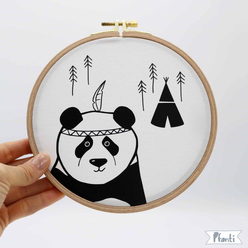 Wandbild Stickrahmen Panda